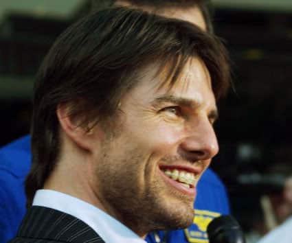 Tom Cruise fogszabályzóval.