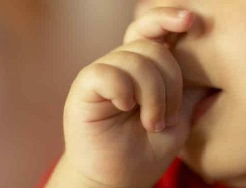 Az ujjszopás pszichológiája és gyakorlati kezelése
