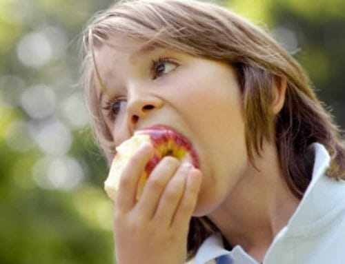 Az alma károsabb a fogaknak, mint a szénsavas üdítők
