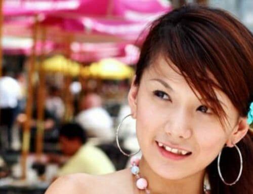 A kiálló szemfog az új divat a japán lányok körében
