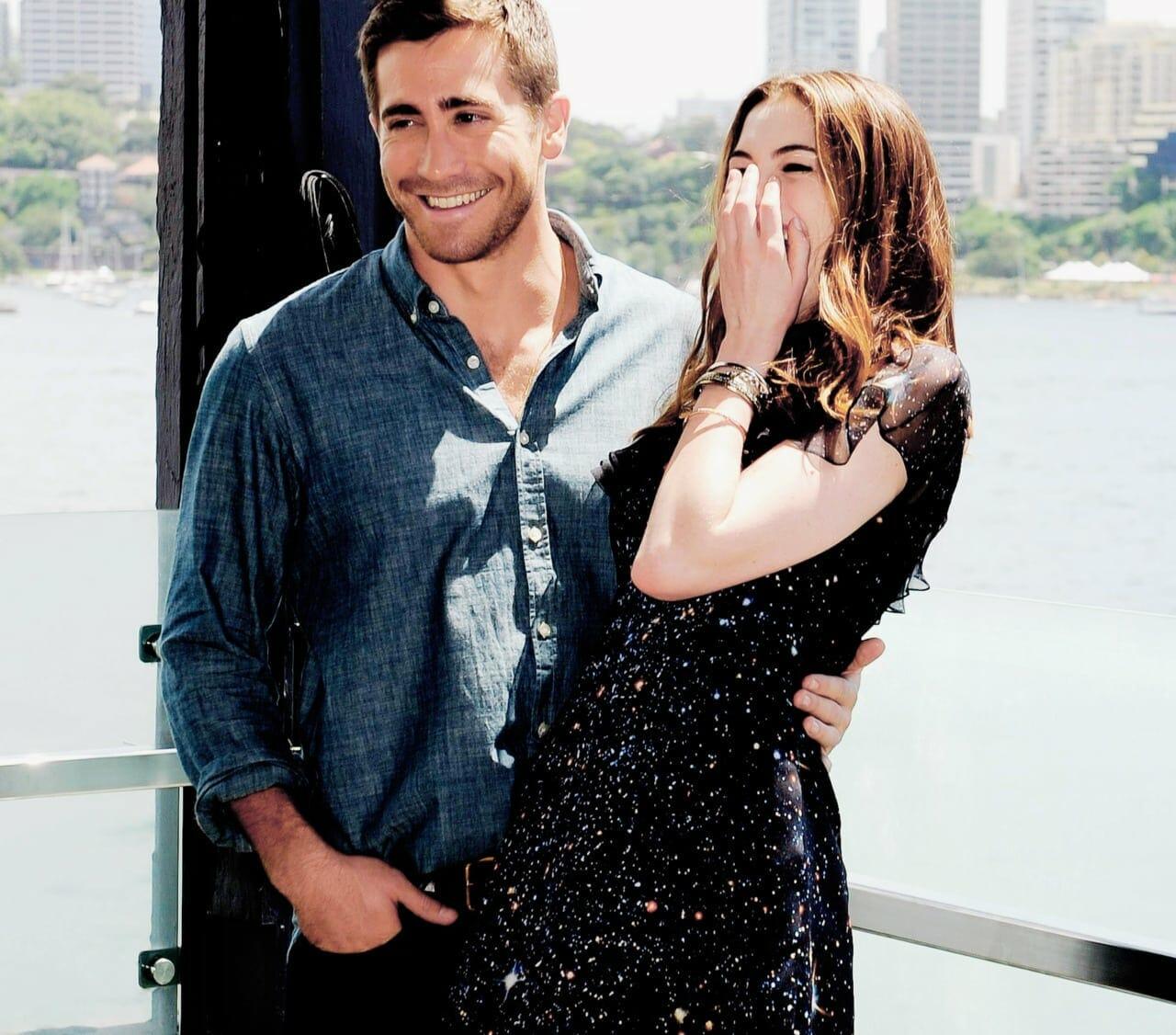 Jake Gyllenhaal és Anne Hathaway közös fotózása a Szerelem és más drogok c. mozifilm kapcsán.