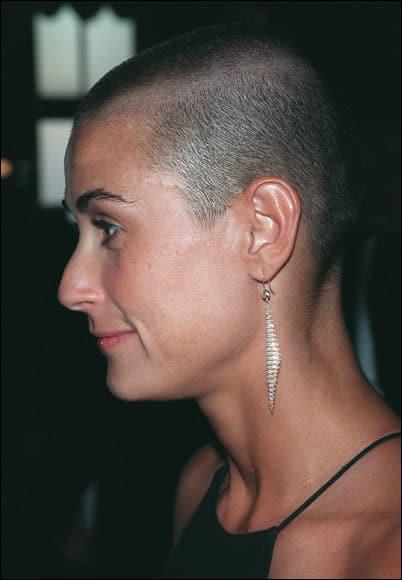 A G.I. Jane szerep kedvéért Demi Moore néhány milliméteresre vágatja haját.