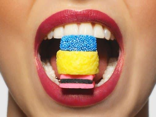 A savas szájüreg tönkreteszi a fogakat