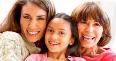 A női hormonok változásának hatása az ínyre és a fogakra