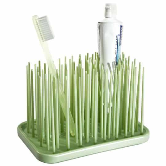 Egyedi fogkefe- és fogkrémtartó.
