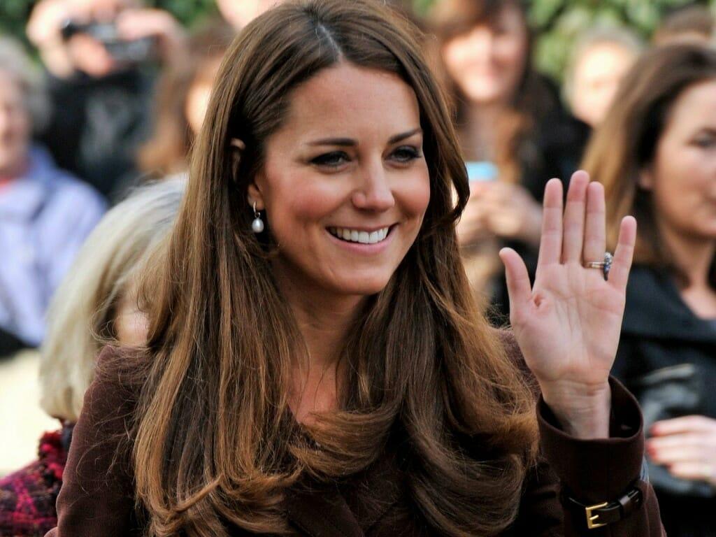 Kate Middleton az egyik legszimpatikusabb híresség jelenleg, melyhez kedves mosolya is hozzájárul. (Kép: Gambarhd.com)