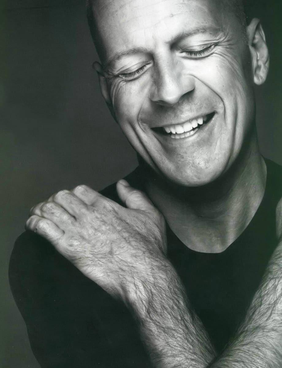 Bruce Willis sármos mosolya mai napig garantált kelléke egy jó akciófilmnek. (Kép: Blogspot.com)