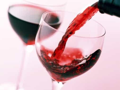 A vörösborban található antioxidáns anyagok segíthetnek a fogszuvasodás meggátolásában /Kép: wordpress.com/.