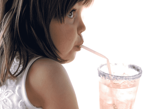 A savas kémhatású italok a gyermekek fogaira a legveszélyesebbek.
