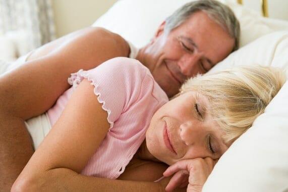 Az éjszakai műfogsorviselet nem csak szájüregi panaszokat okozhat, hanem a tüdőgyulladás kialakulását is elősegítheti. /Kép: Institutefornaturalhealing.com/