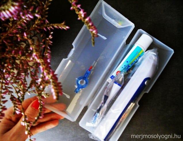 A fogkefe mellé nem csak kétféle fejet kapunk, hanem fogkrémet és fogköztisztítót is.