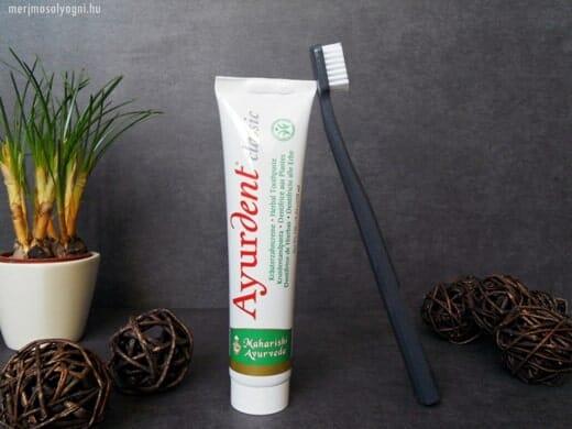 Az ájurvédikus gyógyászat híveinek minden bizonnyal tetszeni fog az Ayurdent fogkrém.