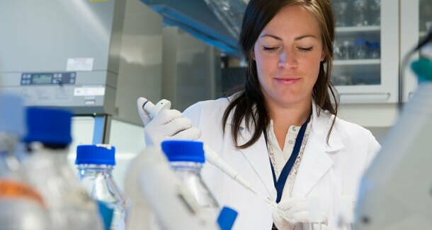 Ingun Lund Witsø doktori disszertációjában a kólibaktérium ellenálló képességével foglalkozik. /Kép: Oslói Egyetem/