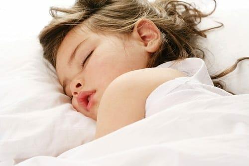 gyermekkori-horkolas-alvasi-aphnoe