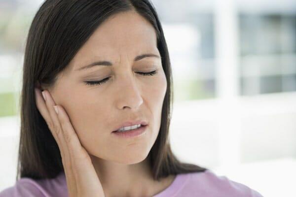 ízületi fájdalom fül)