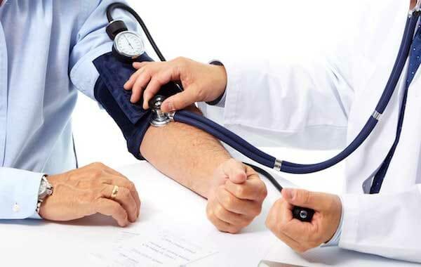 A fogágybetegség kezelése csökkenti a magas vérnyomást