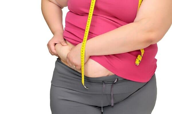 A túlsúlyos hölgyek hajlamosabbak a fogágybetegségre
